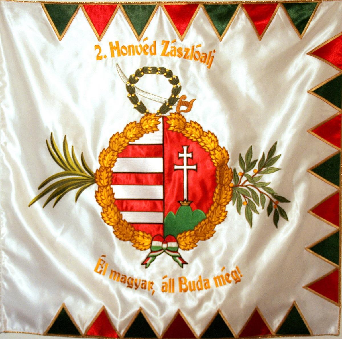 A hagyományőrző 2-ik Honvédzászlóalj zászlaja