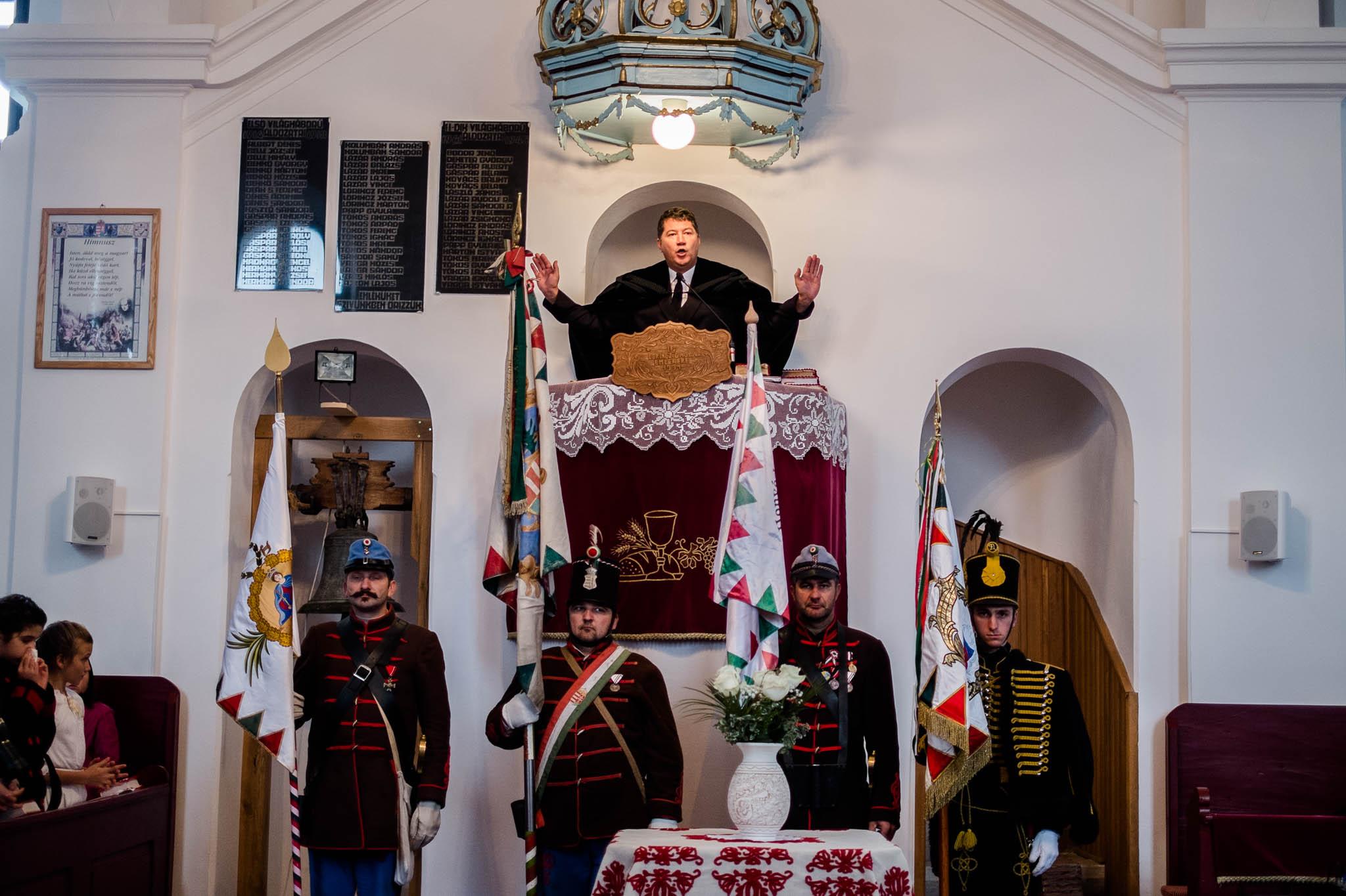 Kopjafa avatás Bardocon - Balázsi Zoltán lelkipásztor (fotó: Magyarország Csíkszeredai Konzulátusa)