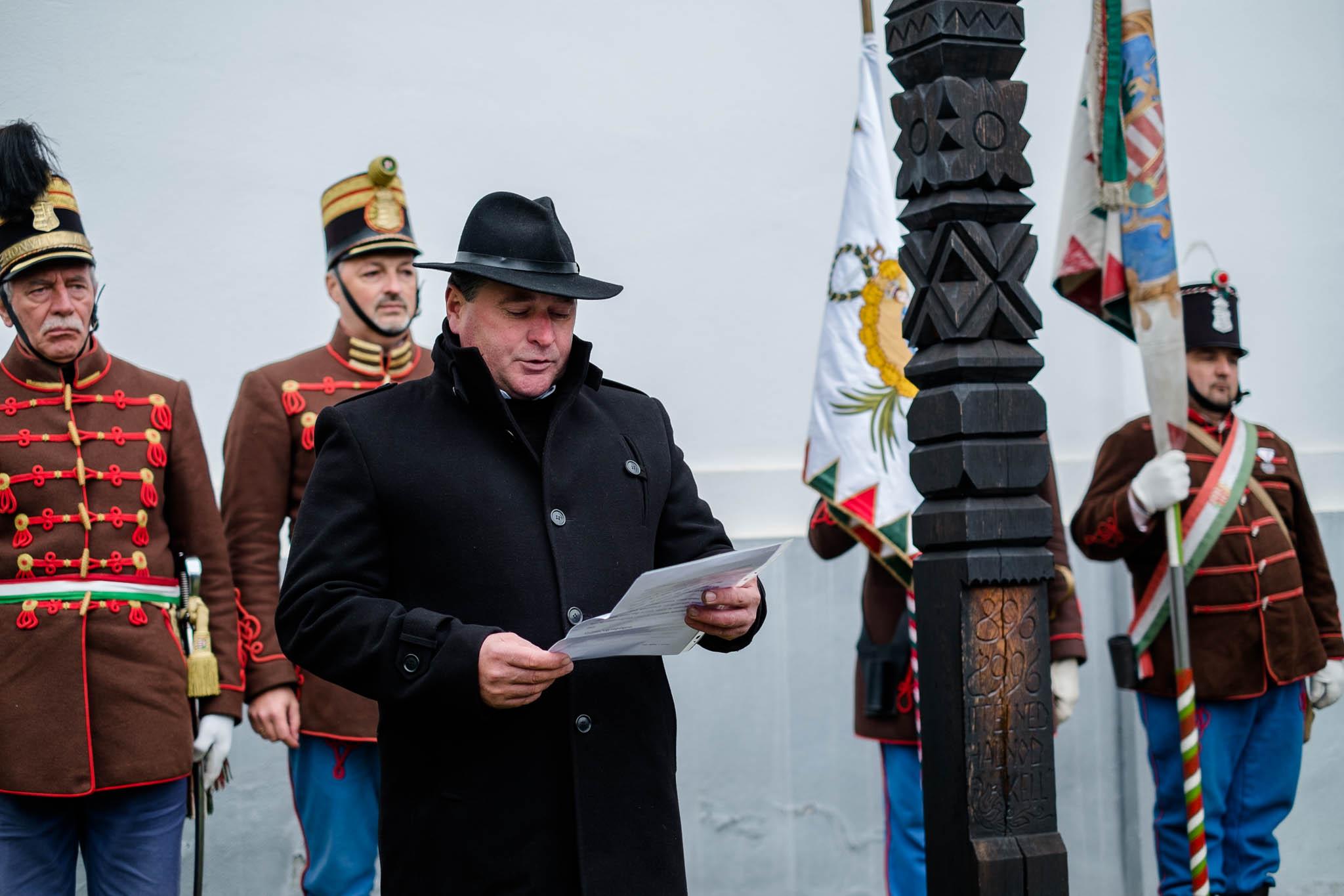 Kopjafa avatás Bardocon - Cserei Lázár (fotó: Magyarország Csíkszeredai Konzulátusa)