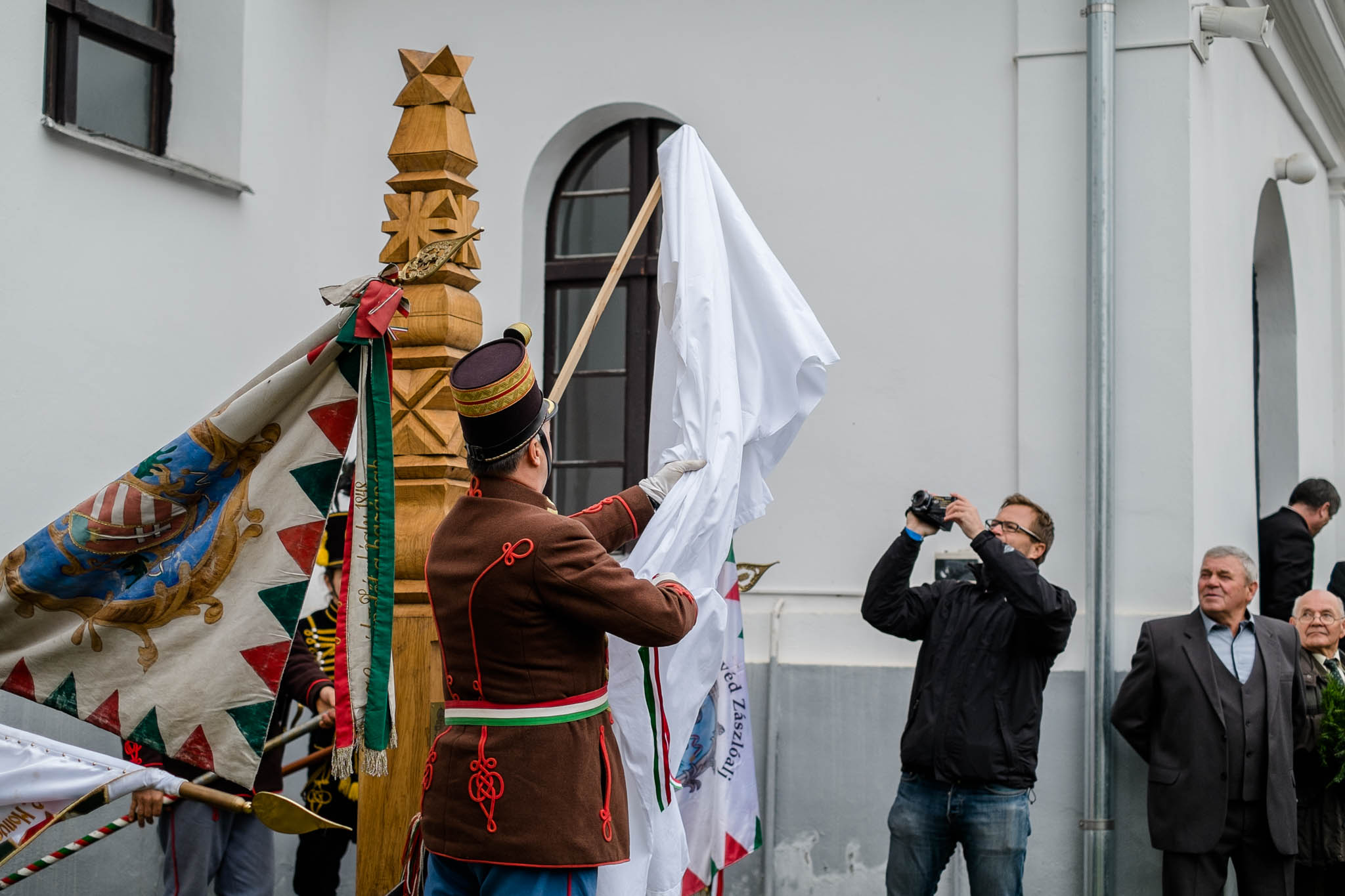 Kopjafa avatás Bardocon (fotó: Magyarország Csíkszeredai Konzulátusa)