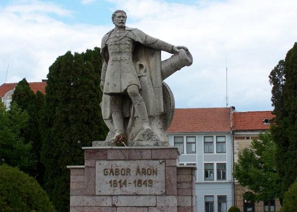 Gábor Áron szobra Kézdivásárhelyen