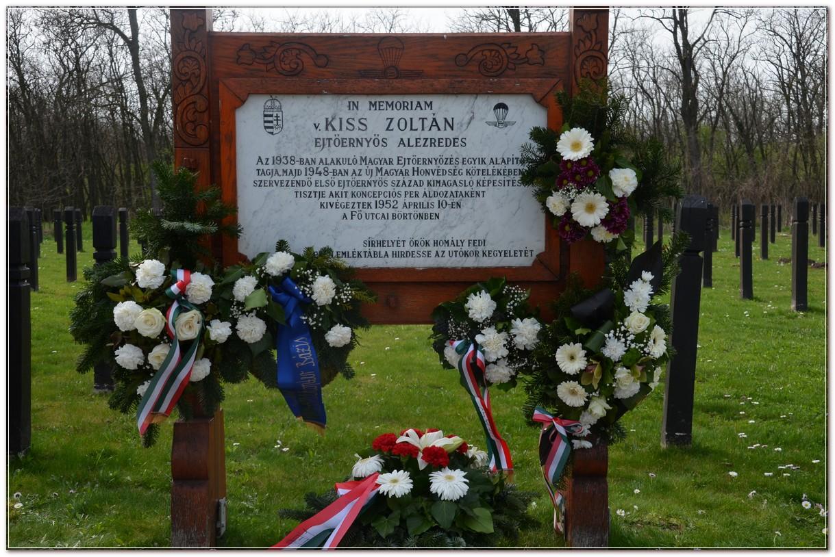 Kiss Zoltán ejtőernyős százados sírhelye