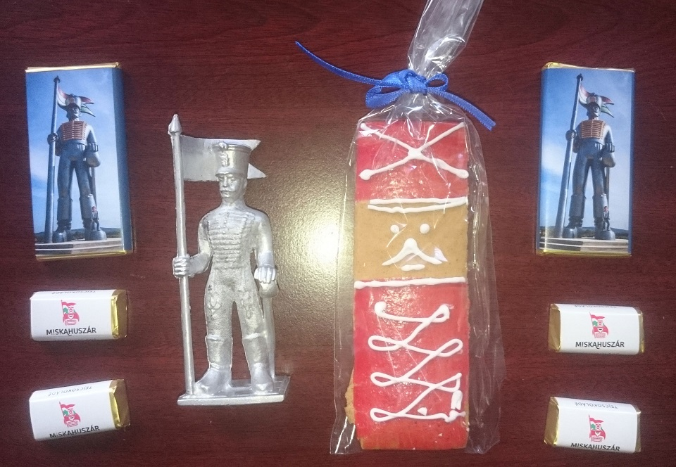 Miskahuszár ólomkatona és csokik