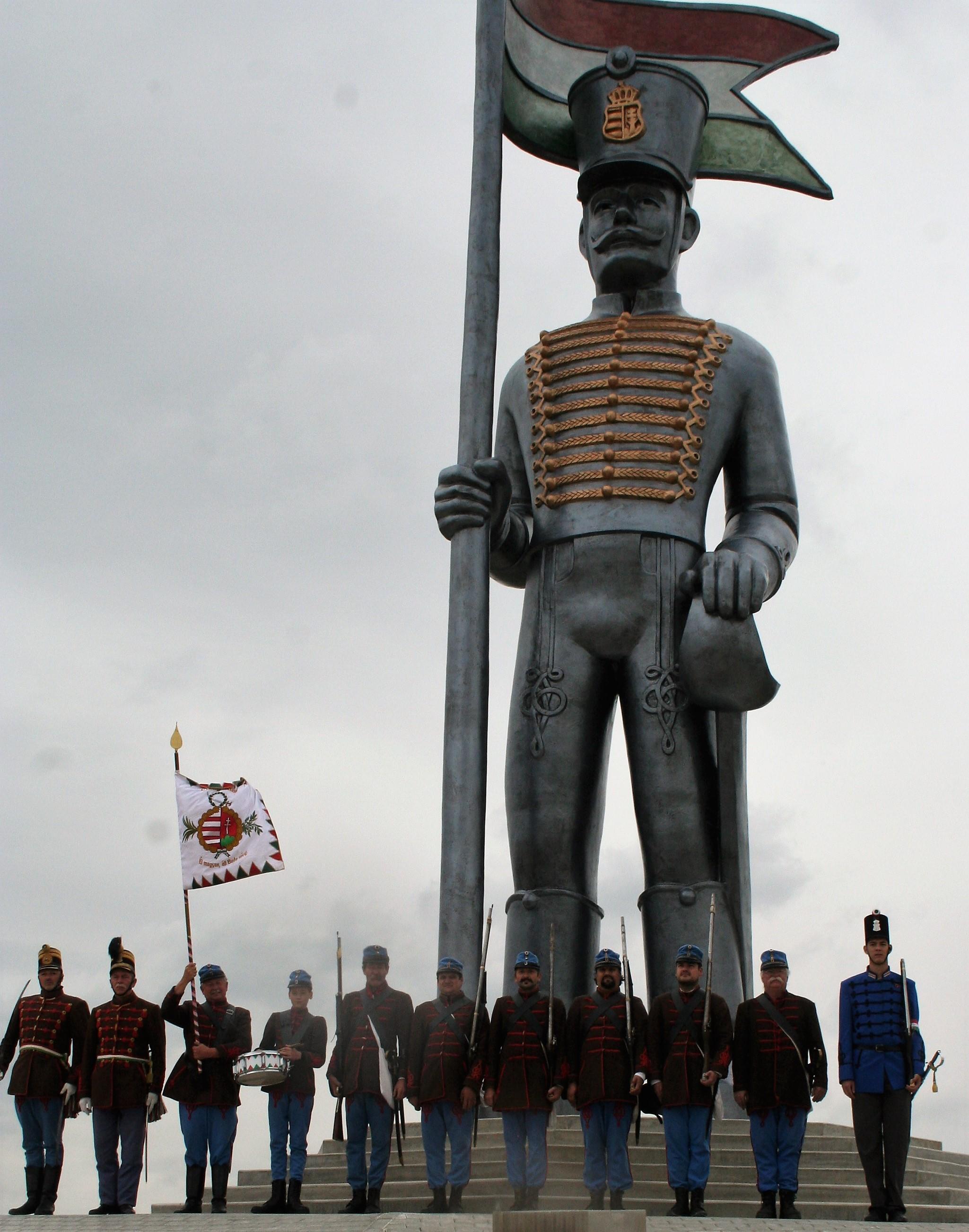Miska huszár előtt a Budai 2. Honvédzászlóalj
